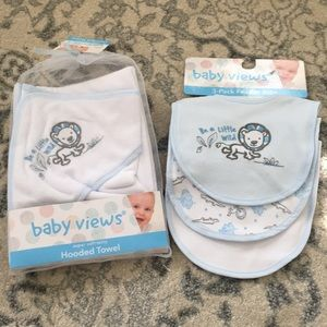 Hooded towel and matching 3 pack of bibs